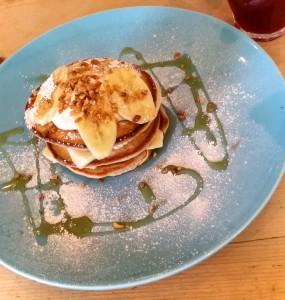 Cinnamon, stacked pancakes with yogurt, banana and caramelized hazelnuts!